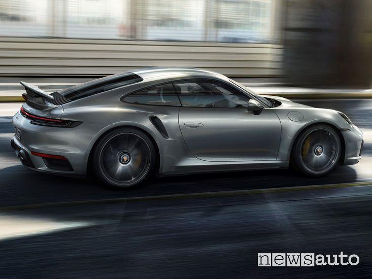 Vista laterale Porsche 911 Turbo S Coupé