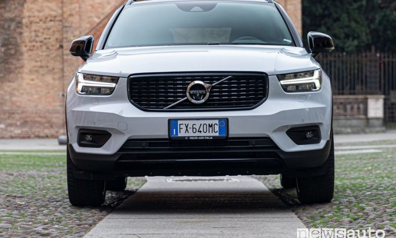 Frontale Volvo XC40 Recharge R-Design PHEV