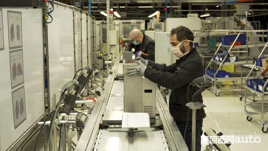 Sulla catena di montaggio della Leon la Seat produce ventilatori polmonari