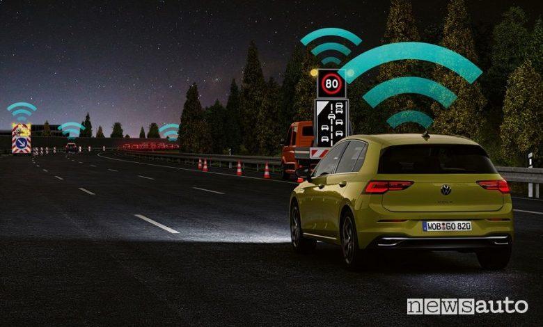 Volkswagen Golf 8 auto connessa con la tecnologia Car2X