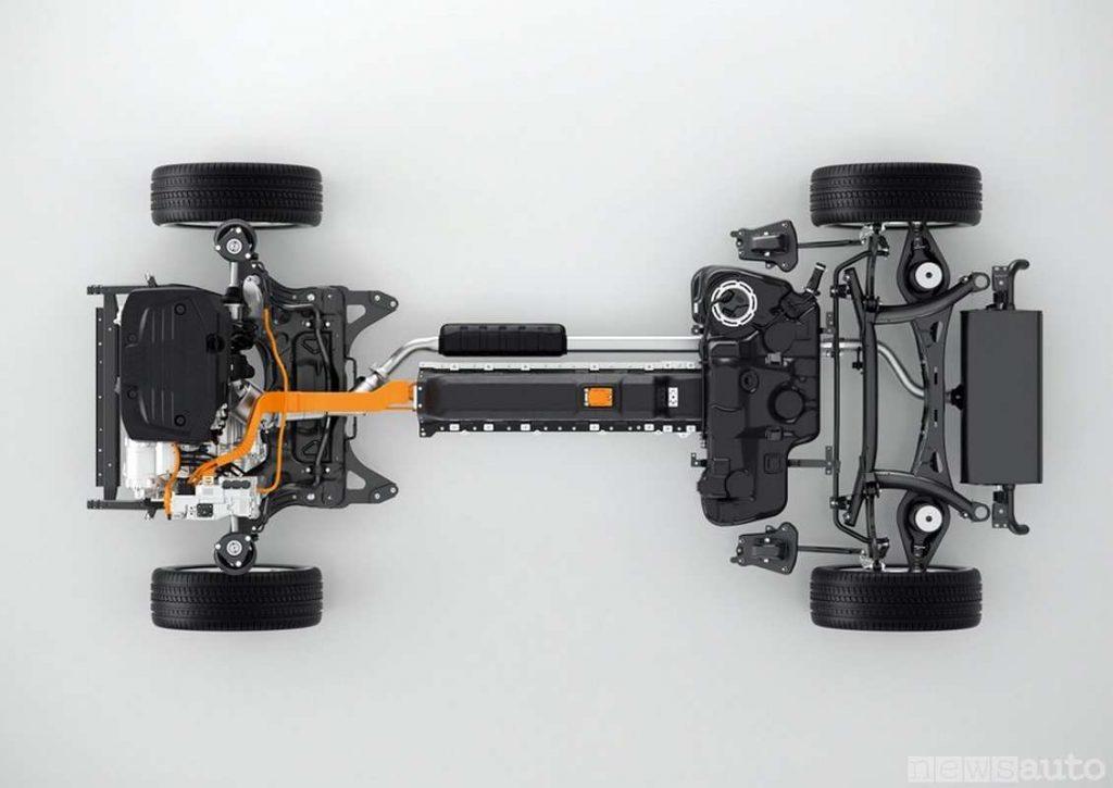 La batteria agli ioni di litio della Volvo XC40 Recharge T5 Plug-in Hybrid è al centro del pianale in basso ed accessibile da sotto la vettura ben protetta