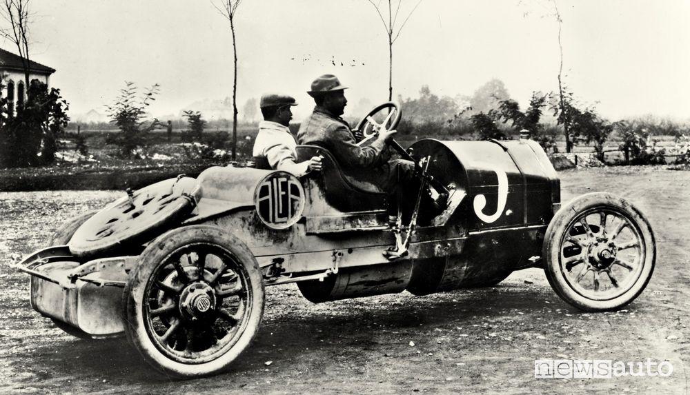 Franchini e Santoni su 24 HP Corsa alla 1° Parma-Poggio di Berceto del 1913