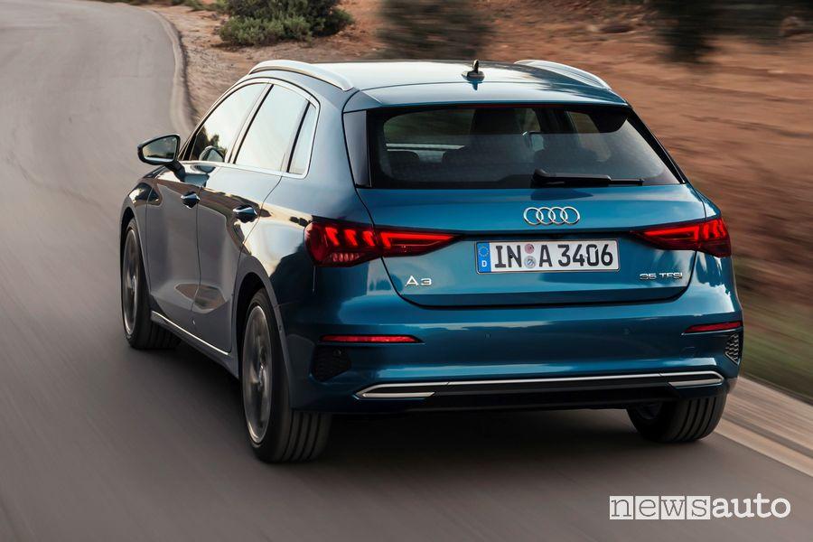Vista posteriore Audi A3 Sportback 35 TFSI MHEV S Line edition