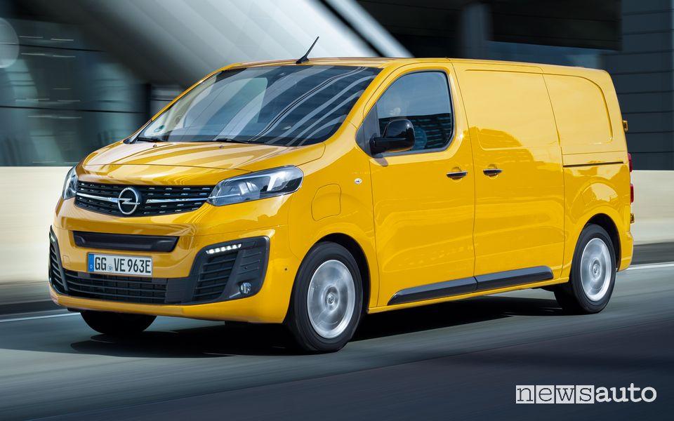 Vista di profilo Opel Vivaro-e elettrico, terza generazione