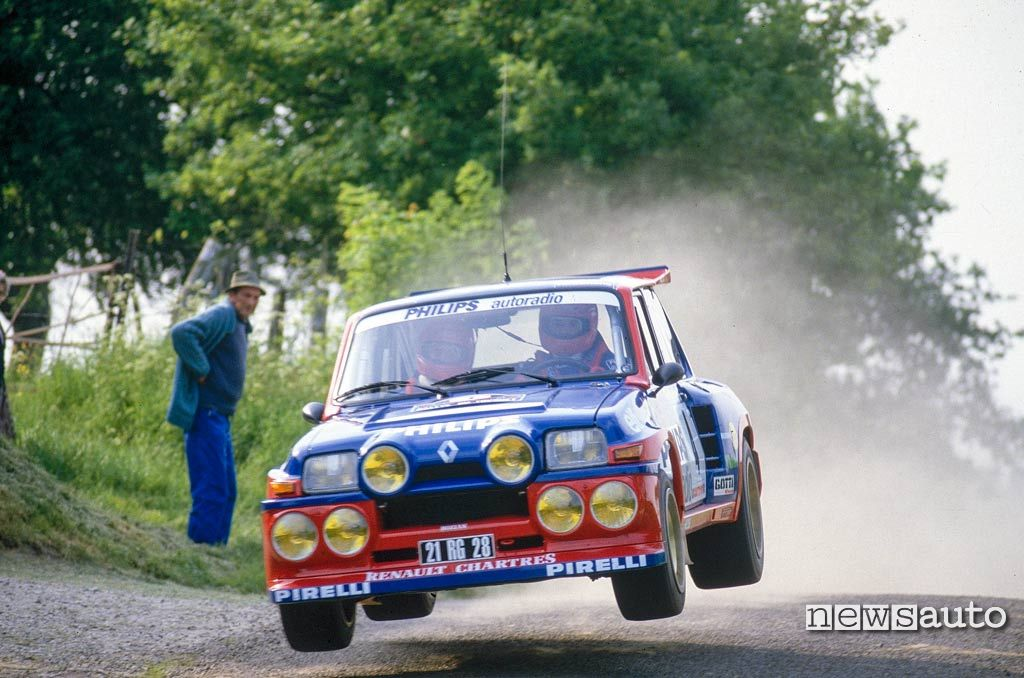 Renault 5 Maxi Turbo in azione durante il Rally tour de Corse 1985