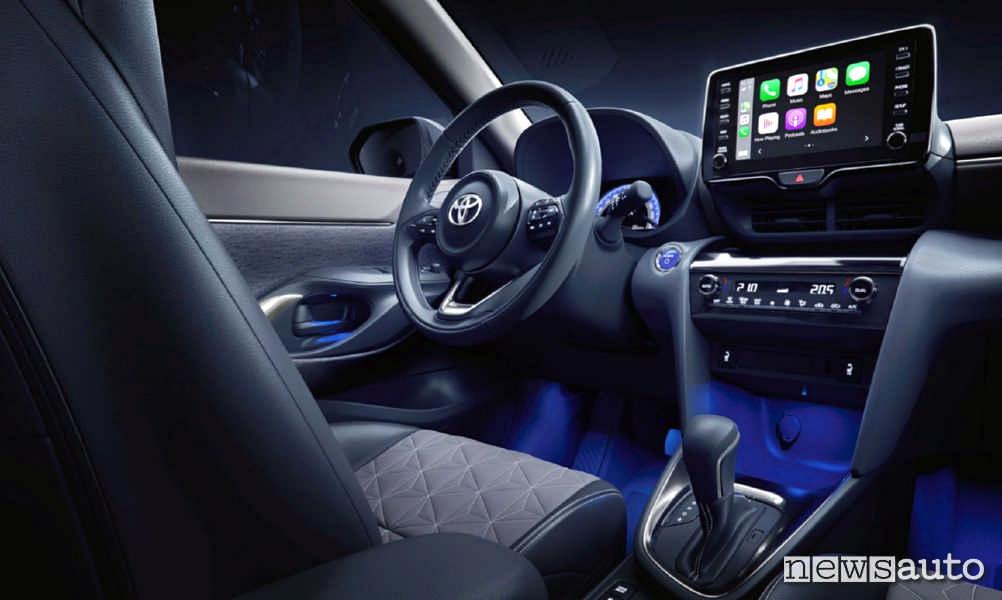 Abitacolo, cambio e plancia multimediale della nuova Toyota Yaris Cross 2021