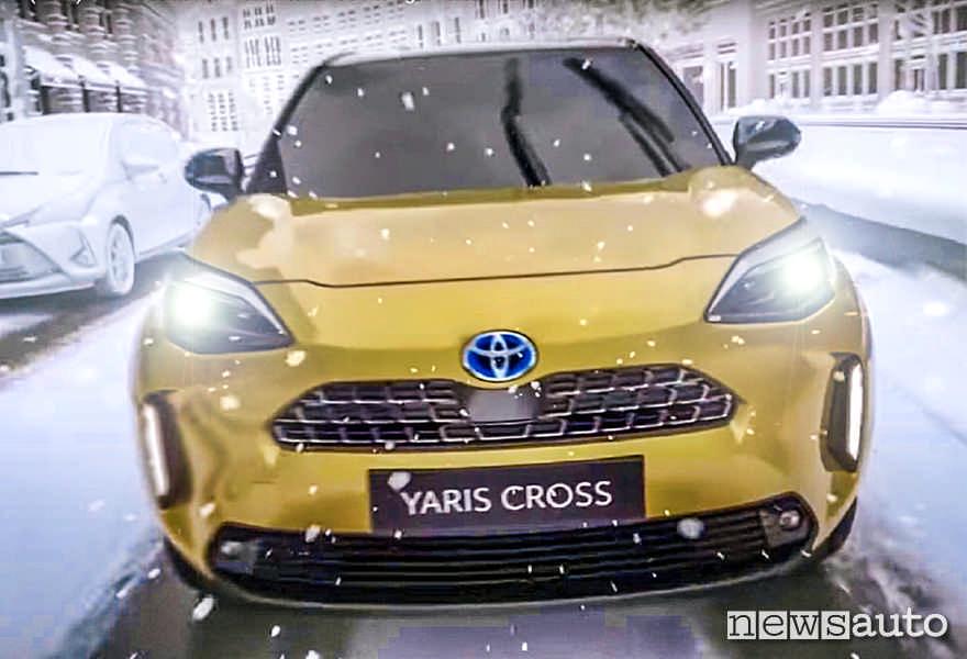 Toyota Yaris vista frontale,  riprende la linea dei SUV Toyota.