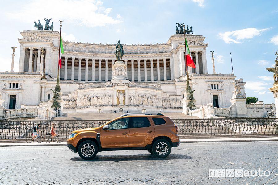 Dacia Duster GPL in Piazza Venezia a Roma