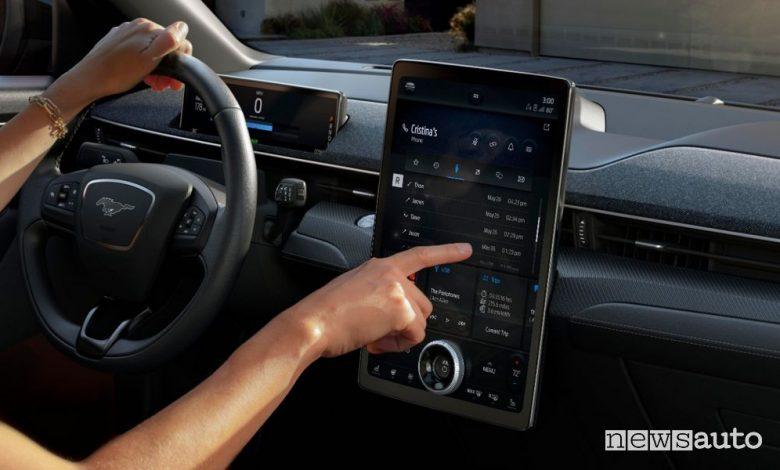 Aggiornamenti del software dell'auto