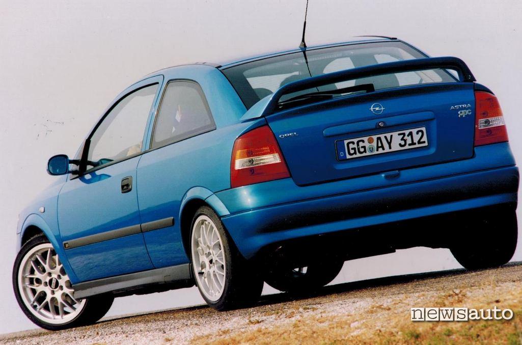 Opel Astra OPC 2000 vista posteriore, con spoiler e cerchi BBS, 1999