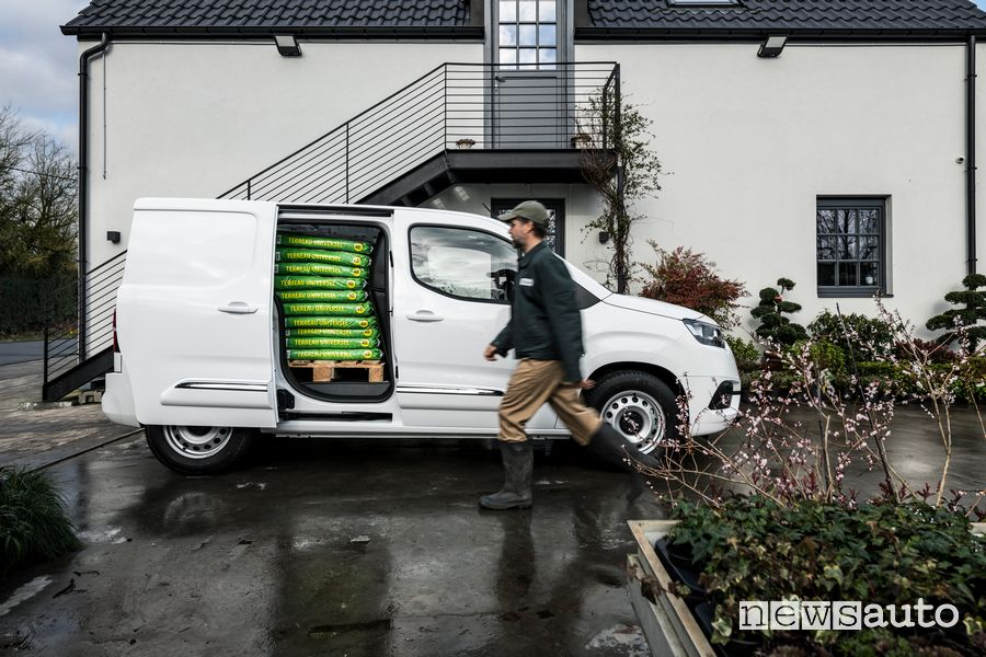 Porta laterale scorrevole aperta Toyota Proace City Van