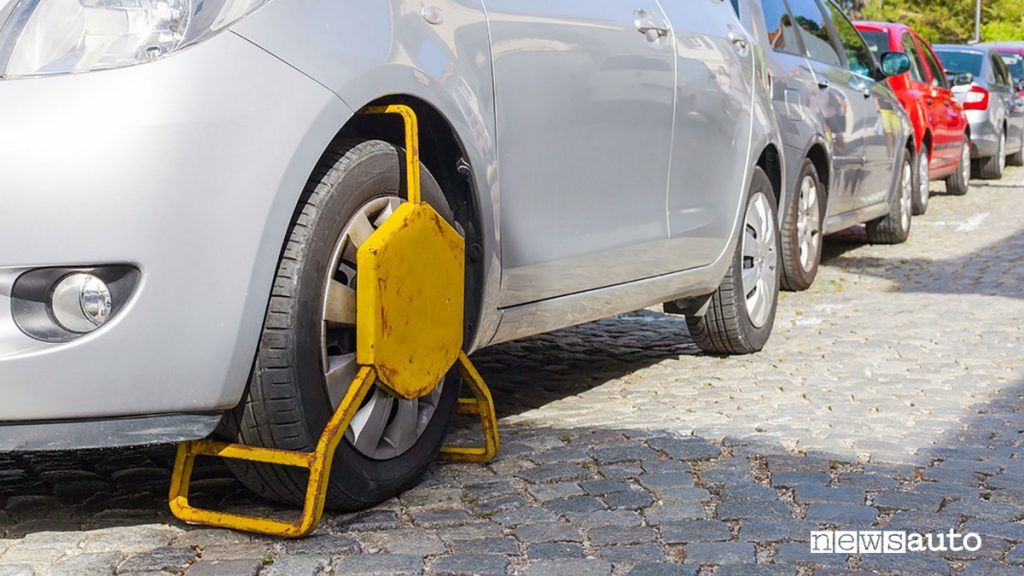 GANASCIA Blocca auto Con il fermo amministrativo non si può utilizzare più l'auto che va tenuta ferma