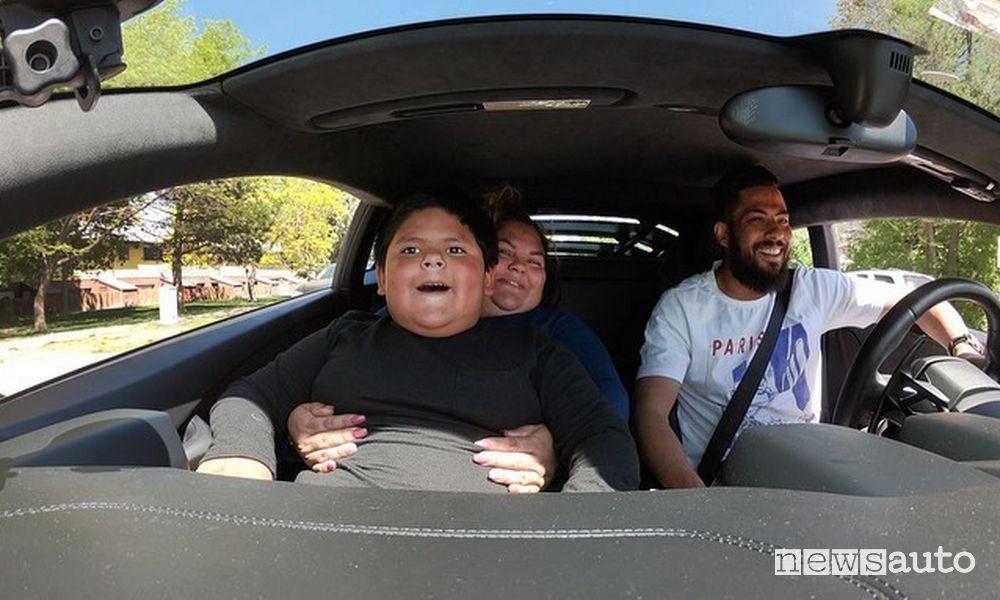 storia del bambino che ha rubato il SUV