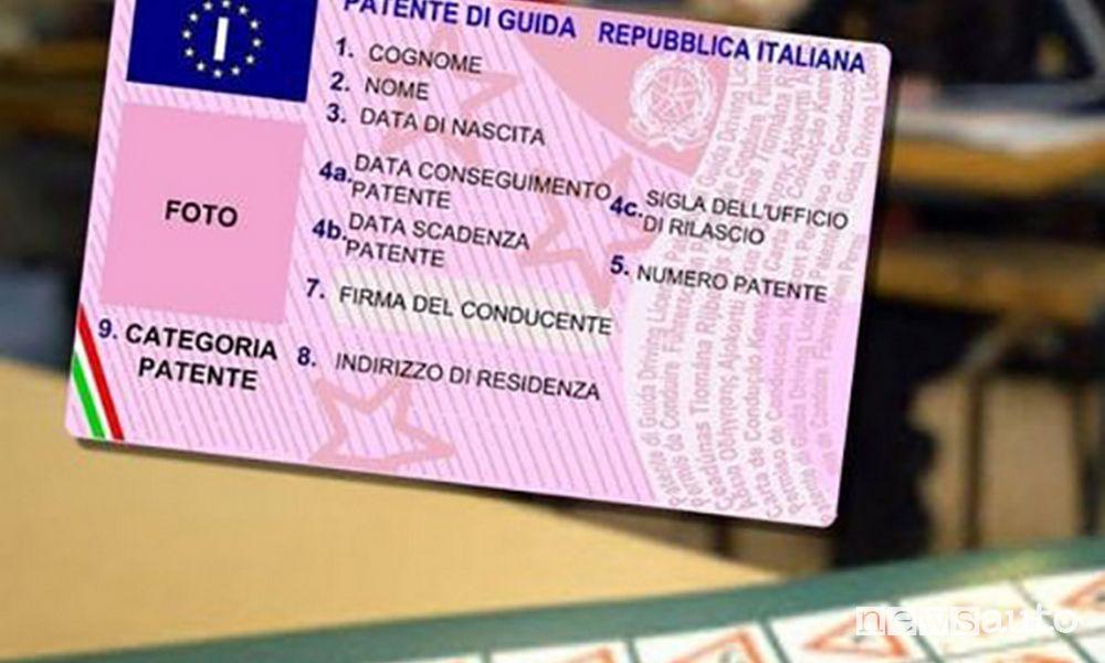 Patente di guida, nella parte frontale ci sono i dati con la data della scadenza