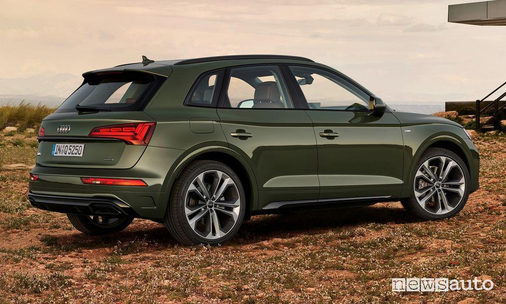 Vista laterale Audi Q5 2021