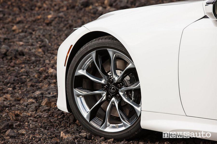 Cerchi in lega Lexus LC Coupé 2021 bianca