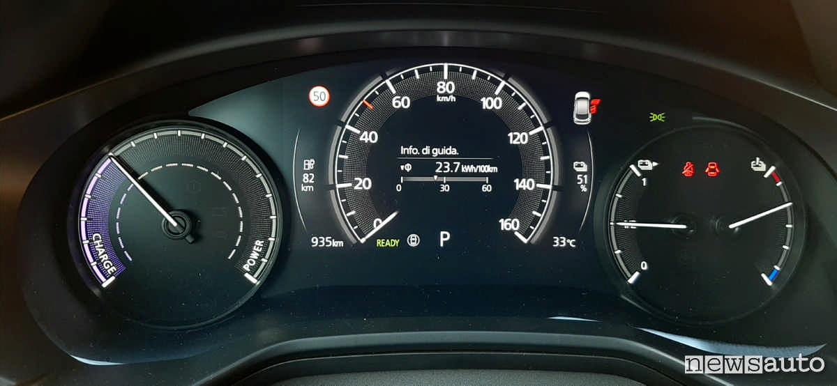 La strumentazione della Mazda MX-30 cruscotto