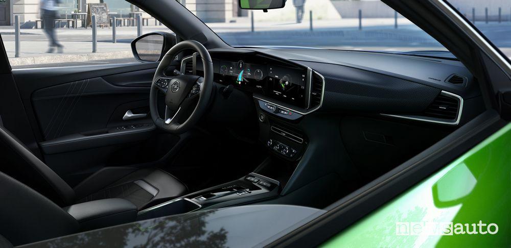 Plancia strumenti abitacolo nuovo Opel Mokka-e elettrico