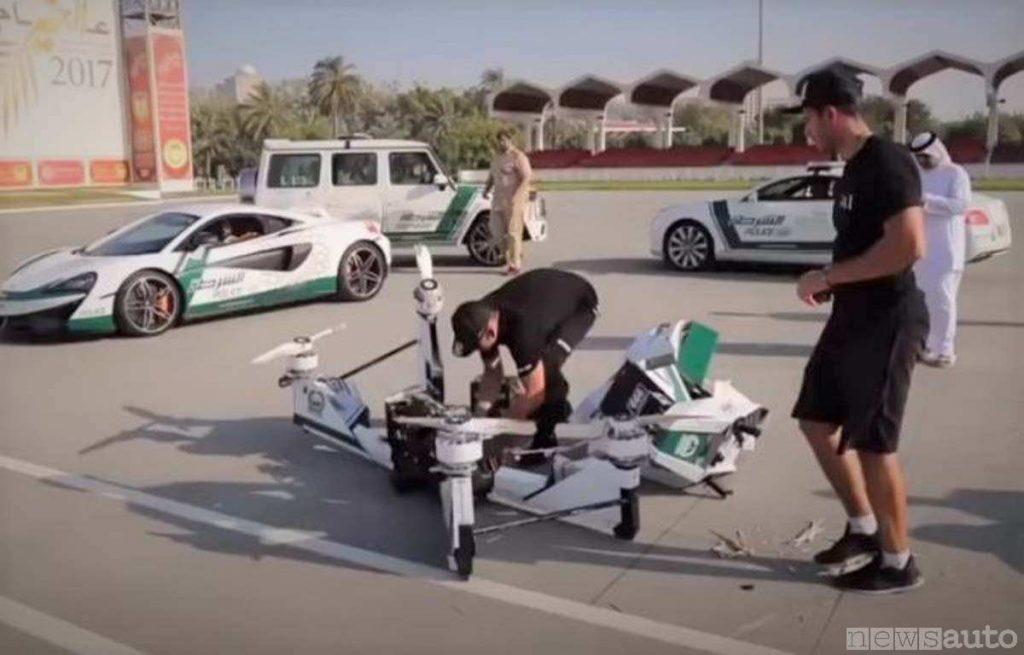 I resti del drone moto/scooter schiantato, le eliche sono parzialmente tranciate