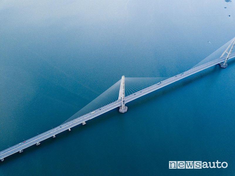 ponte sullo Stretto dovrebbe collegare la Calabria e la Sicilia