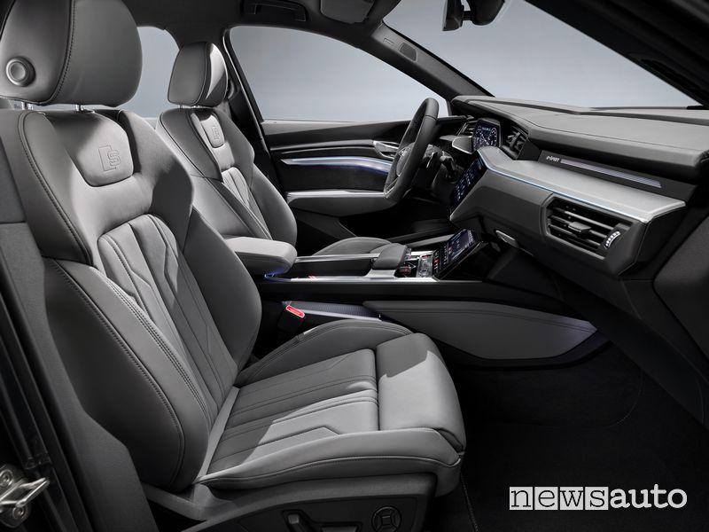 Sedili anteriori abitacolo Audi e-tron S Sportback