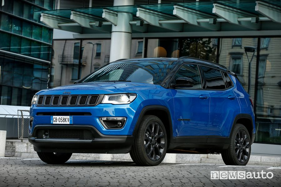 Vista di profilo Jeep Compass 4xe S ibrida plug-in