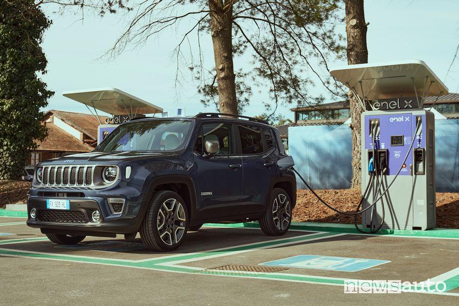 Jeep Renegade 4xe S ibrida plug-in in ricarica Enel X