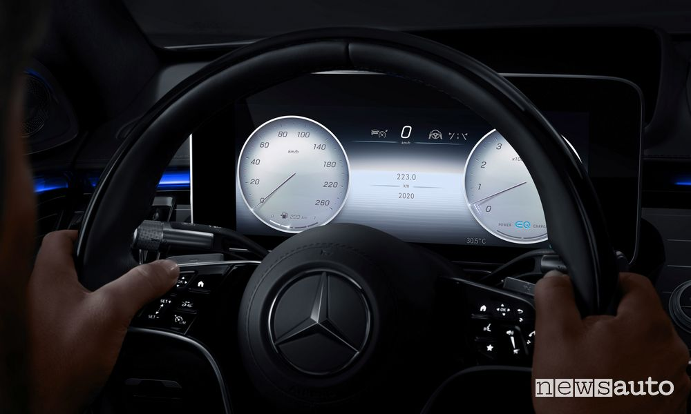 Mercedes-Benz MBUX, display head-up Realtà Aumentata (AR-HUD)