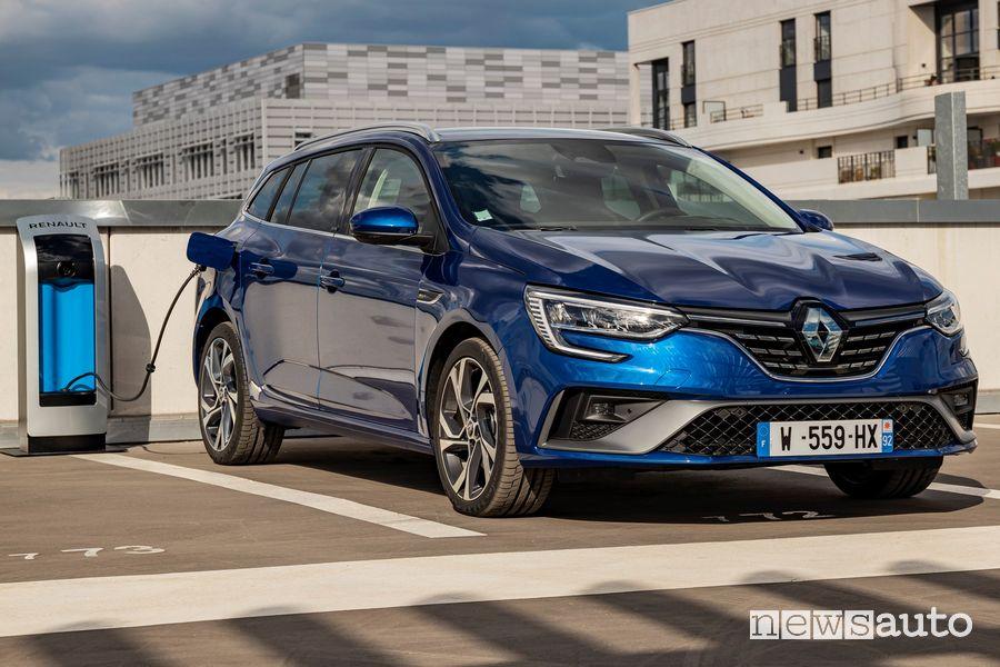 Operazione di ricarica Renault Mégane E-Tech plug-In PHEV