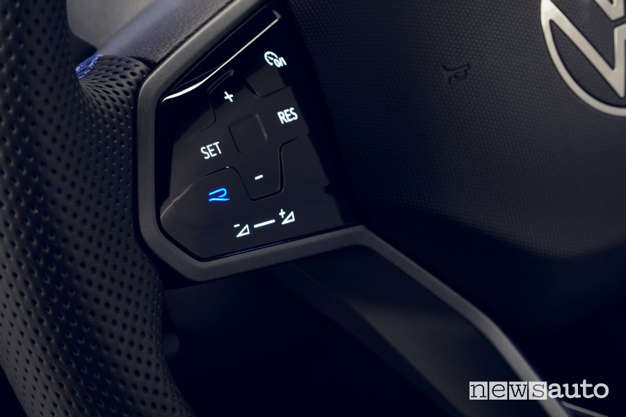 Tasto R sul volante della Volkswagen Tiguan R