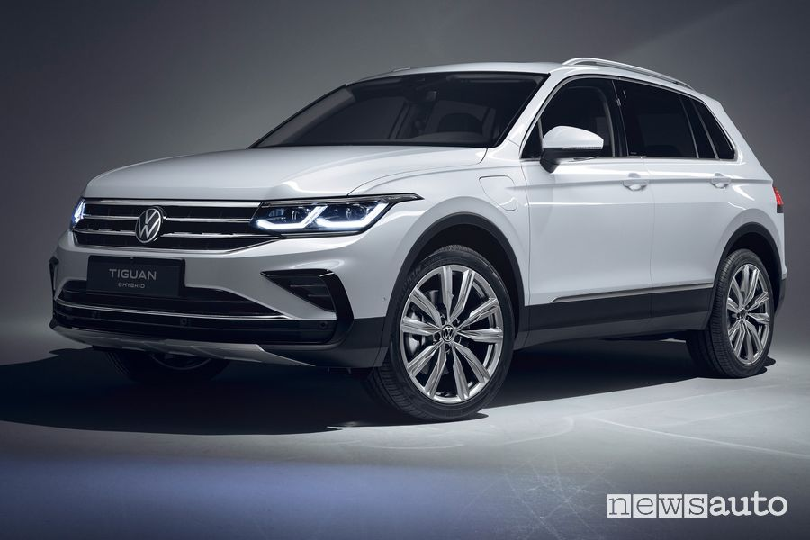 Vista di profilo Volkswagen Tiguan eHybrid PHEV