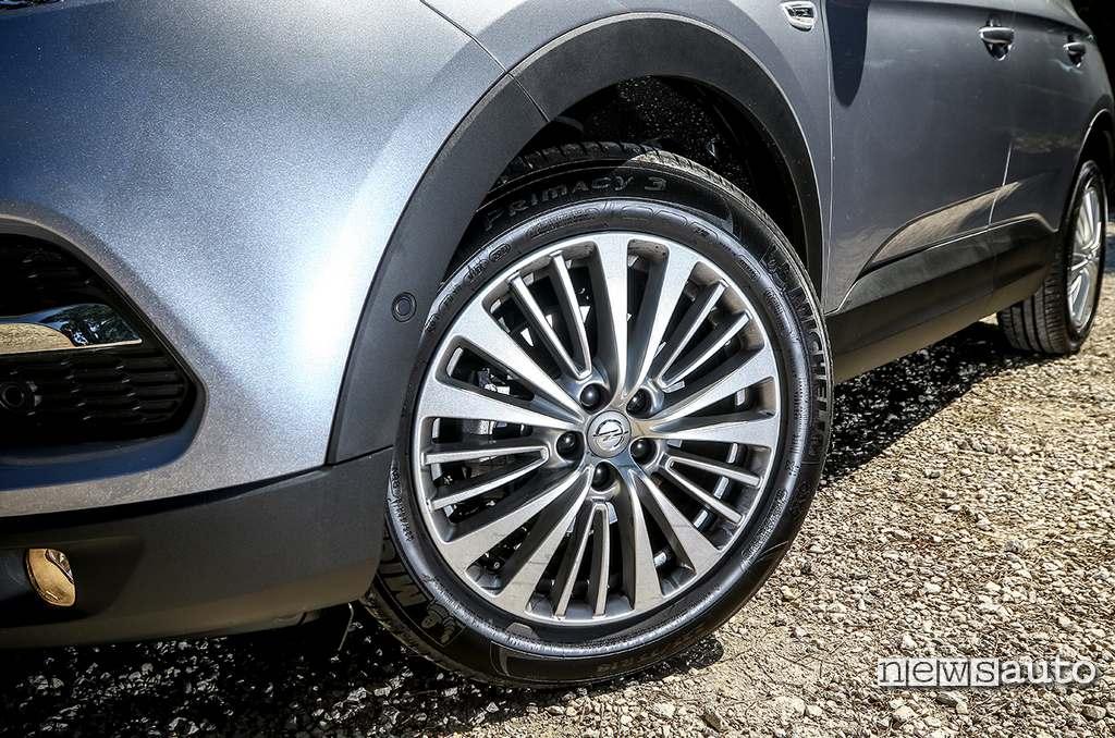 cerchi in lega da 18 con pneumatici Michelin Primacy 3 su Opel Grandland X 1200 turbo 2020