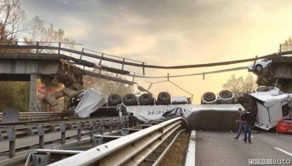Ponte crollato al km 41 della superstrada Milano - Lecco