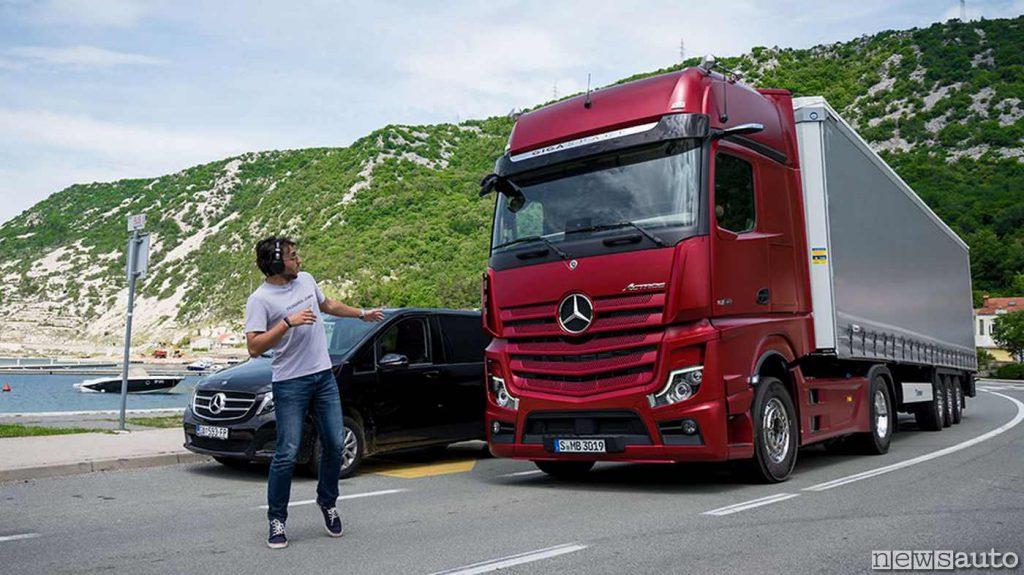 Circolazione di camion (Actros) in Croazia dove sono in vigore divieti ad agosto