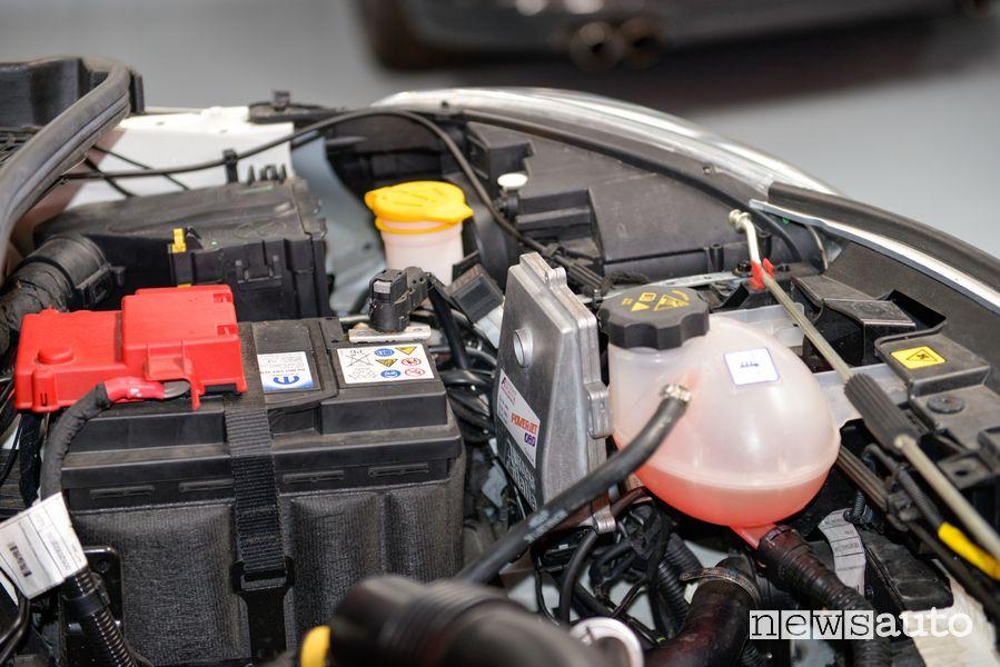 Centralina di controllo con connessione OBD nel vano motore Fiat 500X benzina trasformata in metano