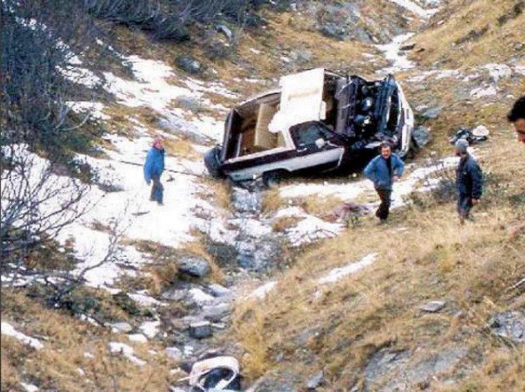 I resti del fuoristrada Chevrolet dell'incidente che coinvolse Beppe Grillo a Limone