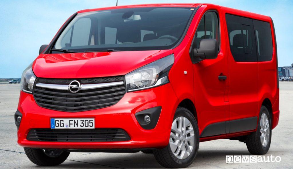 Opel Vivaro-B seconda serie del 2014 in versione combi, trasporto persone.