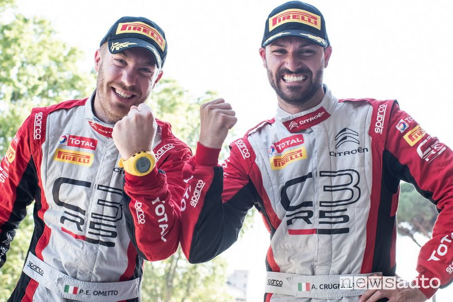 Andrea Crugnola e Pietro Ometto festeggiano la vittoria del Rally il Ciocco 2020