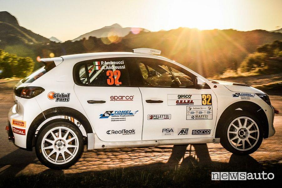 Andreucci e Andreussi con il n.32 nell'abitacolo della nuova Peugeot 208 Rally 4