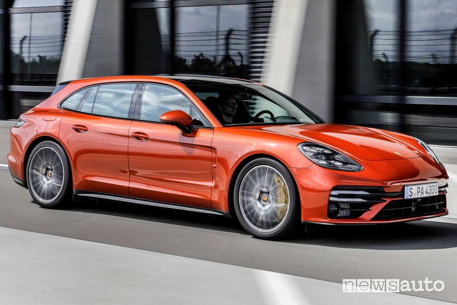 Vista laterale Porsche Panamera Turbo S Sport Turismo