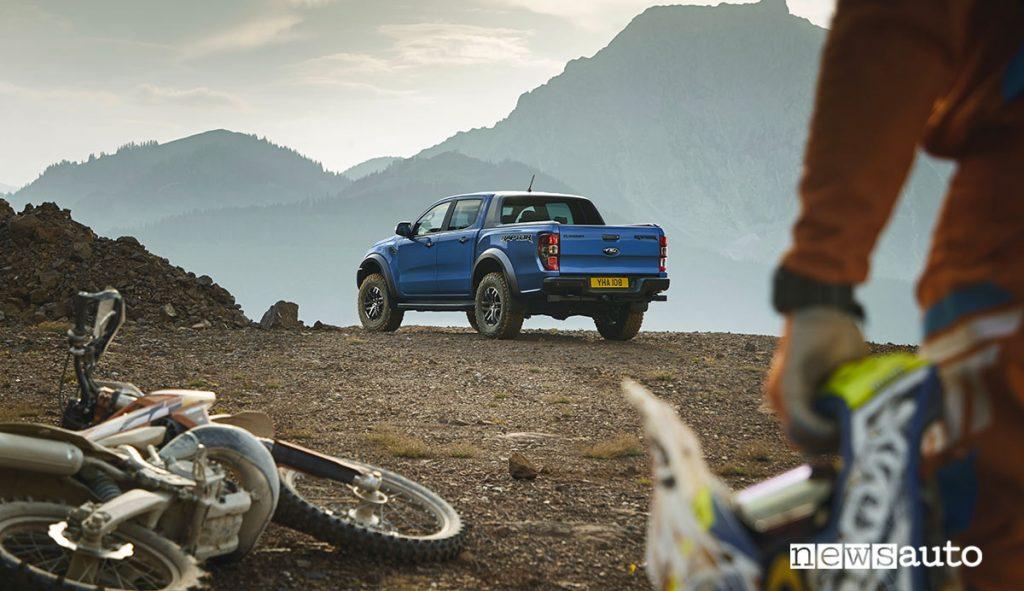 Ford Ranger pick-up autocarro N1 usato per il trasporto di attrezzature sportive.