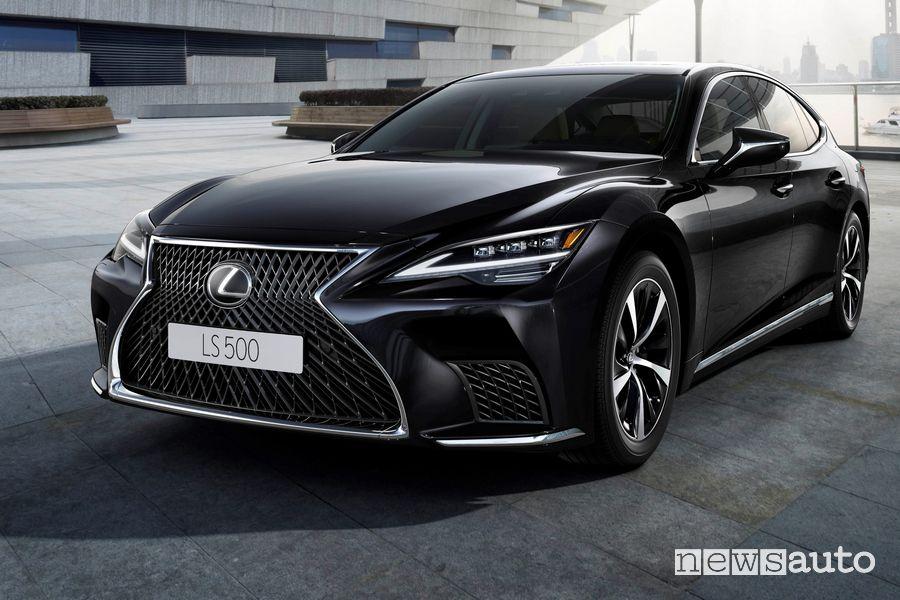 Vista di profilo Lexus LS 500