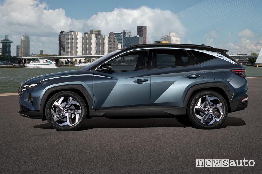 Vista laterale nuova Hyundai Tucson