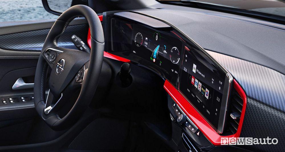 """Interni Opel Mokka con schermi da 12"""" dell'Opel Pure Panel"""