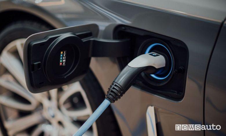 Auto elettriche e ibride, boom di vendite
