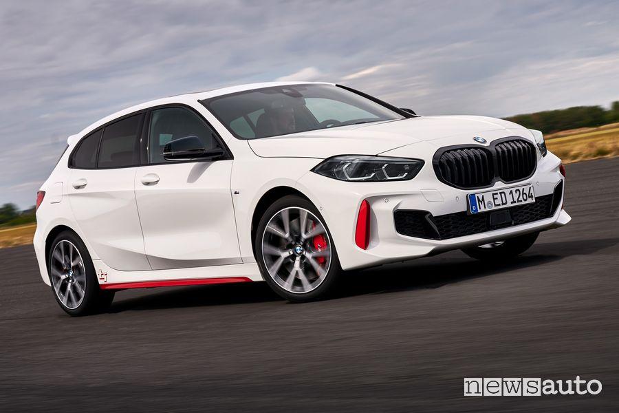 Vista di profilo BMW 128ti in pista