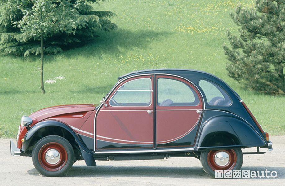 Vista laterale Citroën 2 CV Charleston bicolore Rouge Delage e Nero