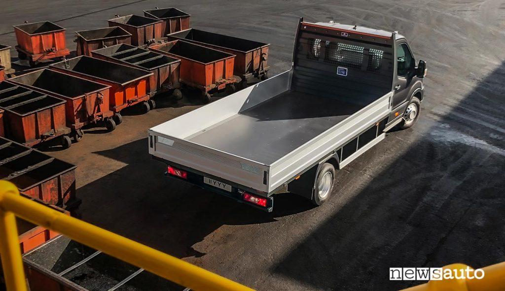 Ford Transit allestito da camion, può avere anche il ribaltabile trilaterale