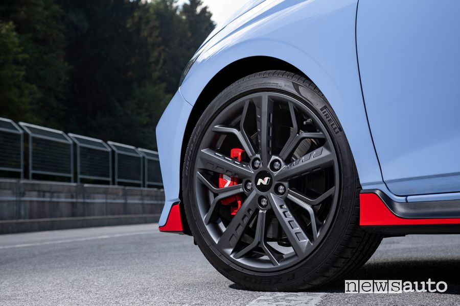 """Cerchi in lega da 18"""" e pneumatici Pirelli P Zero Hyundai i20 N"""
