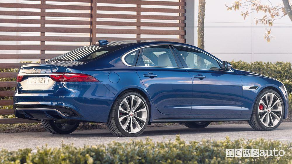 Vista posteriore nuova Jaguar XF
